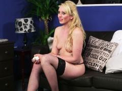 Inked British Skank Cocksucking On Her Knees