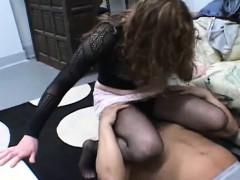 naked-playgirl-loves-facesitting-during-cunilingus-fellatio