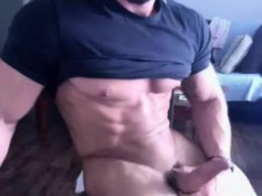 muscle-guy-gets-naked-and-wanks-on-cam
