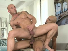 muscle-bear-flip-flop-and-anal-cumshot