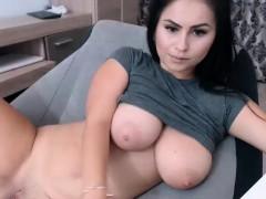 amateur-big-natural-boobs-brunette-camgirl