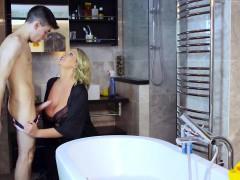 Минет Зрелые женщины Блондинки В душе, ванной фото 7