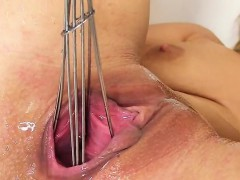 Hot Czech Girl Stretches Her Yummy Snatch To The Bizarre32ar