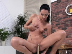 wetandpissy-sexy-girl-peeing
