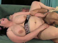 plumper has her flessy pussy stuffed