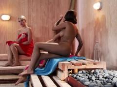Лесбиянки Блондинки Брюнетки В душе, ванной фото 4
