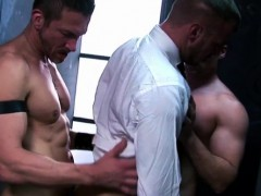muscle-gay-threesome-with-facial