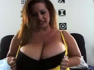 Oops at 4.00 huge boobs