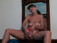 American milf Natasha dildos her slippery cunt