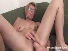 lusty-milf-dildoing-craving-twat