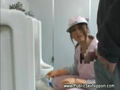 public-blowjob-in-the-mens-toilet