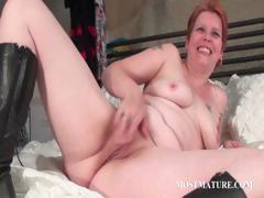 bitchy-milf-masturbates-pussy-in-bed