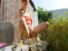 peeing-of-beautiful-lithuanian-teenager
