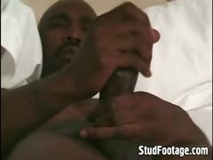 sexy-black-guy-jerking-off-in-his-bed