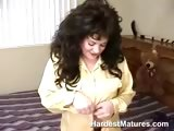 Mature stuffing her pussy with cock