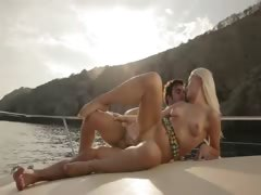 luxury-art-sexing-on-the-yacht