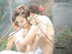naked-girls-bath-pool-voyeured