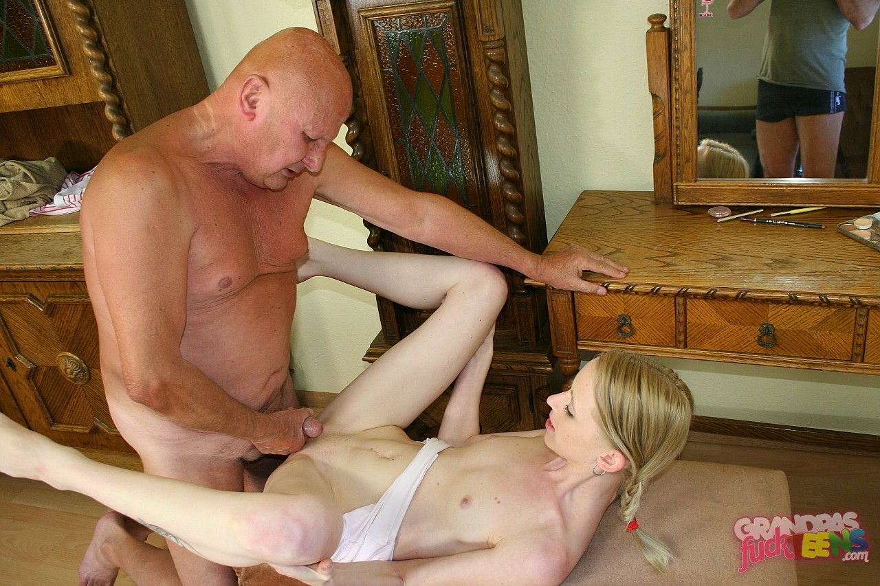 дедушка молодой девушка секс