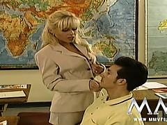 Порно волосатая пизда и большие сиськи