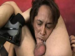 Баба лижит жопу мужику