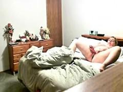 Видео девушка лижет парням попу
