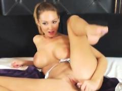 horny-webcam-chick-finger-her-tight-cunt-on-cam