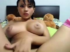 Hot Cam Chick Masturbating