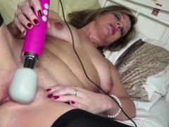 amateur-mature-using-a-magic-wand-to-pleasure-herself