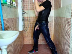 gay-with-big-dick-jerk-in-shower