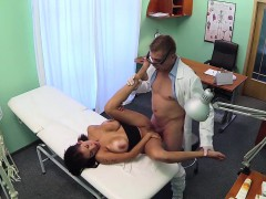 Bigtit Patient Squirting For Her Doctor