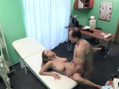 fakehospital-big-tits-babe-has-a-back-problem