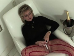 Unfaithful Uk Mature Lady Sonia Pops Out Her Giant Melons
