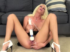 bodacious-blonde-riley-jenner-making-herself-cum-hard-with-a-sex-toy