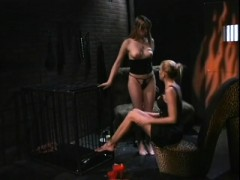 blonde-babe-nicole-sheridan-makes-her-sexy-slave-lick-her-feet