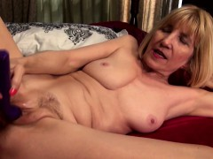 talkative-american-mature-masturbating