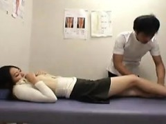 japanese-gal-gets-a-manipulative-massage-and-her-cunny-touc