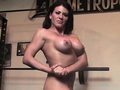 leena-strips-naked-and-works-out