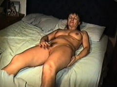 yvonne-naked-in-bed