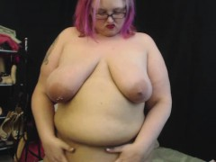curvy-milf-plays-with-her-fat-belly