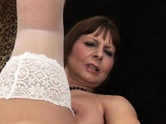 giant titted mama playing and gett jettie from dates25com