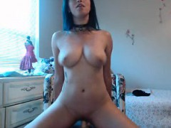 young-amateur-cam-girl-from-thailand-flashes-her-boobs