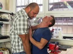 Buff bi Man Gets Blowjob