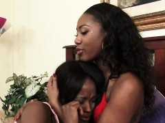 lesbians chanell and jezabel enjoy using strapon xxx.harem.pt