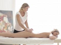 jessi-gold-and-rita-rush-intimate-lesbosex-on-massage-table