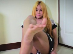 Footfetish Ladyboy Shows Off Her Soles