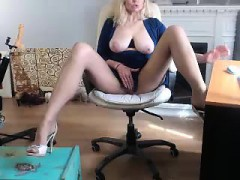 sexy-blonde-with-big-boobs-riding-a-dick