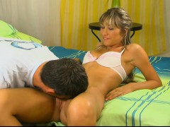 hungry-blonde-is-hard-on-the-guy