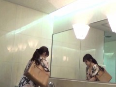 spied-on-asian-babes-piss