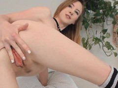 sexy-petite-babe-masturbating-hard-on-cam