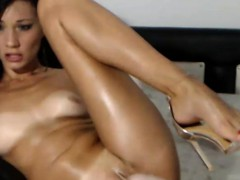 yummy-cleanshaven-dumpster-plays-with-her-twat
